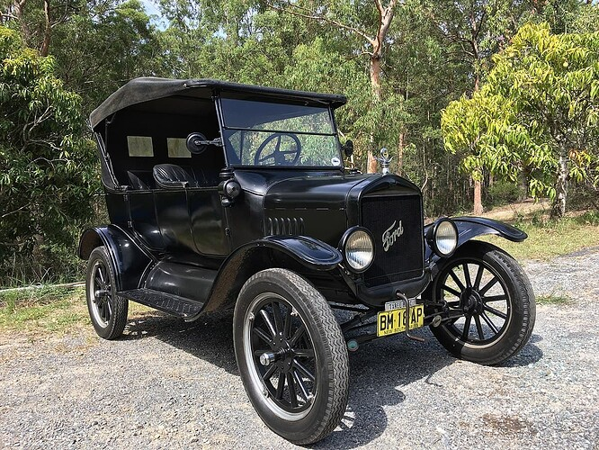 1200px-1925_Ford_Model_T_touring