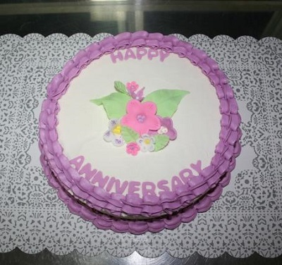 anniversary cakes with floral topper