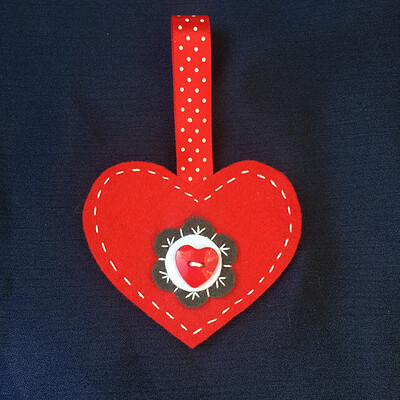 7338837-Felt-Red-Heart-Hanging-Decoration-0