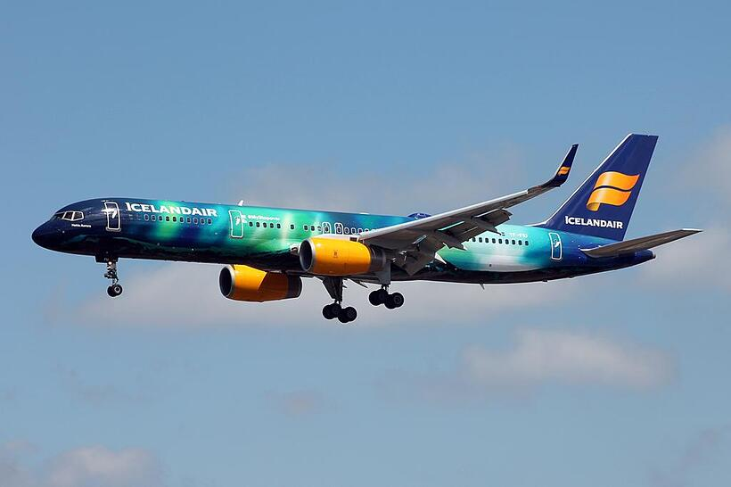 icelandair_757_200_in_hekla_aurora_livery__by_markjonesphotography_d8wq4em-fullview