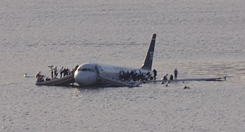 350px-Plane_crash_into_Hudson_River_%2528crop%2529