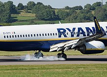 220px-Boeing_737-800_(EI-DYY)_of_Ryanair_lands_at_Bristol_Airport%2C_England_15Aug2016_arp