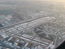 250px-Newark_Liberty_International_Airport_from_the_Air